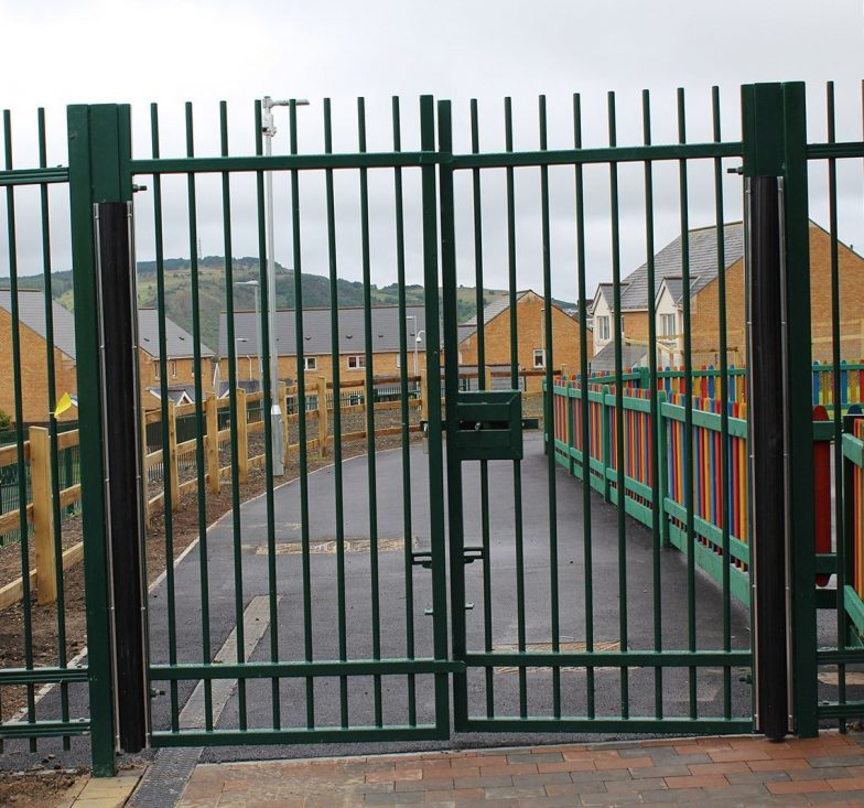 Double leaf blunt top railing gates