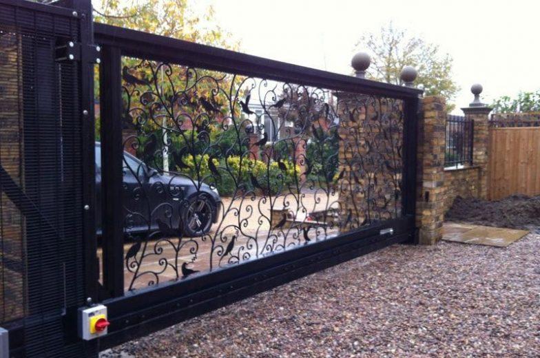 Ornamental cantilever gates