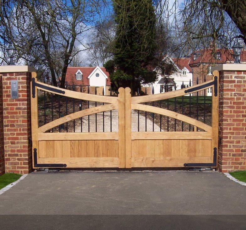 Oak wooden gates