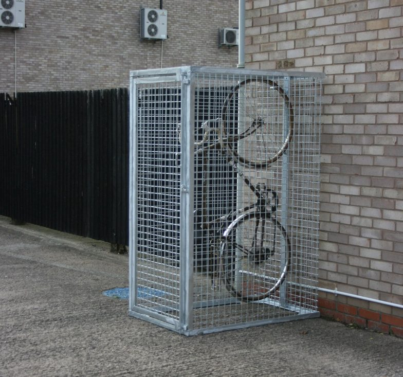 Vertical mesh cycle lockers