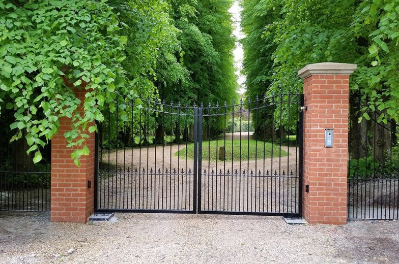 Bespoke automatic swing gates