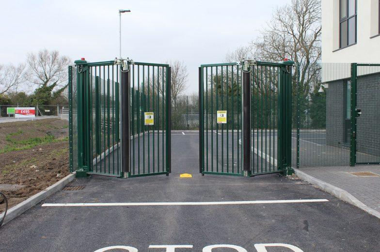 automatic bi-fold gate