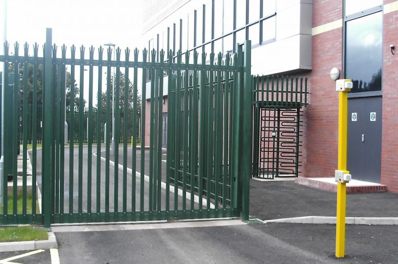Palisade tracked gates