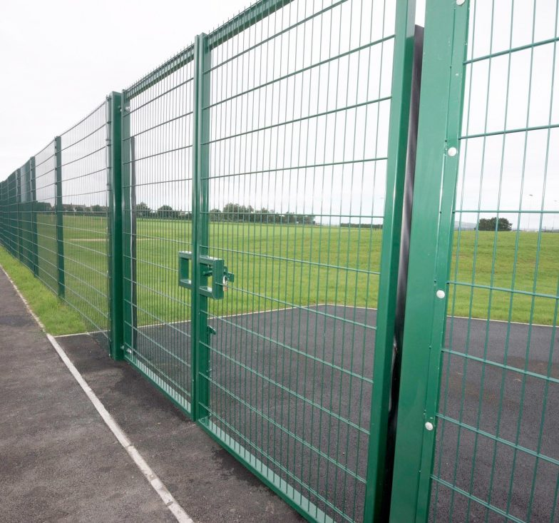 Sportsfield swing gate