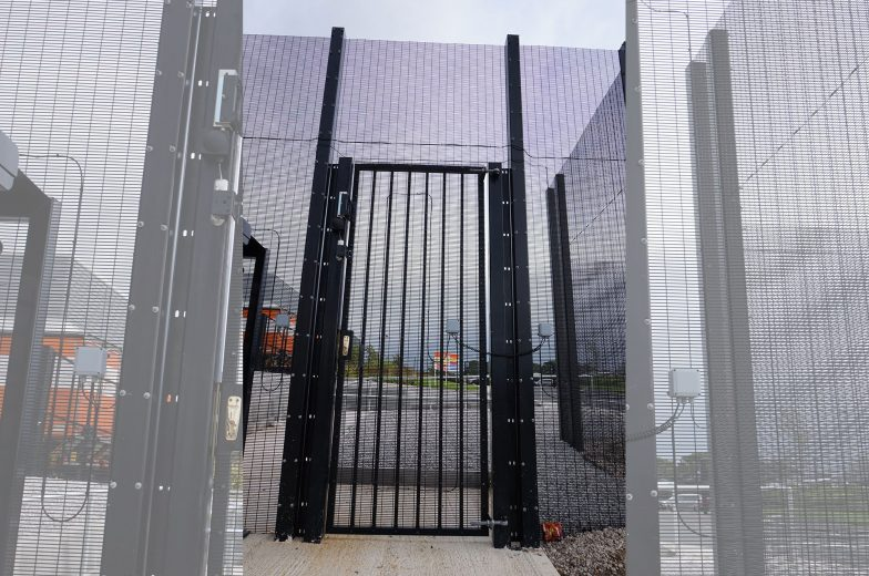 SR2 swing gates